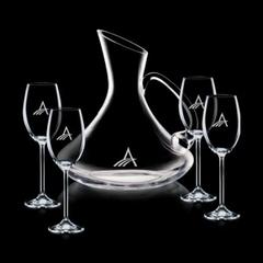 décanteur avec 4 coupes de vins